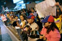 0506-Venezuela-protest-pots-pan_full_300